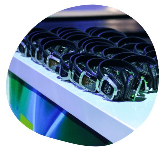 DANSVOER hoofdtelefoons worden gebruikt voor een presentatie, seminar of congres