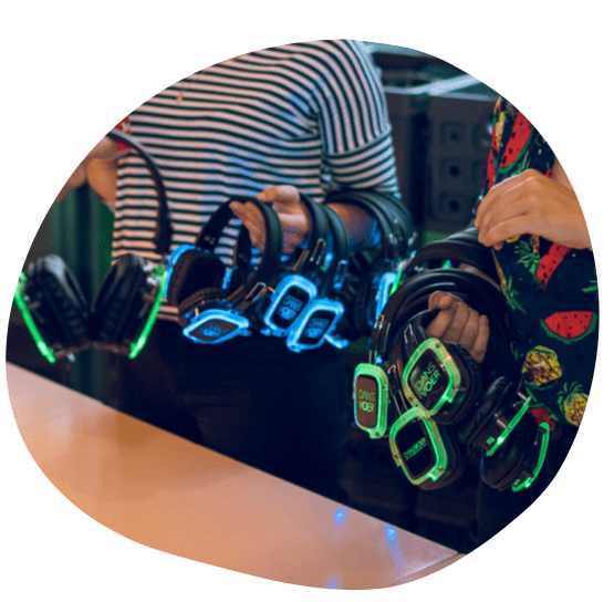 DANSVOER Silent Disco koptelefoons worden gebruikt tijdens een zakelijk evenement